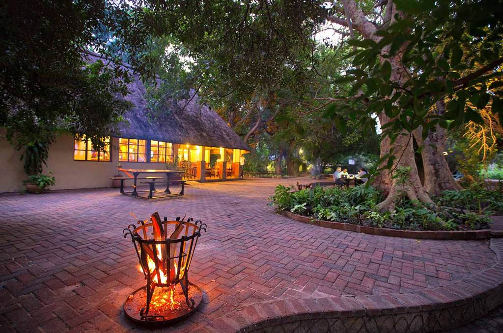 Island Safari Lodge promenade