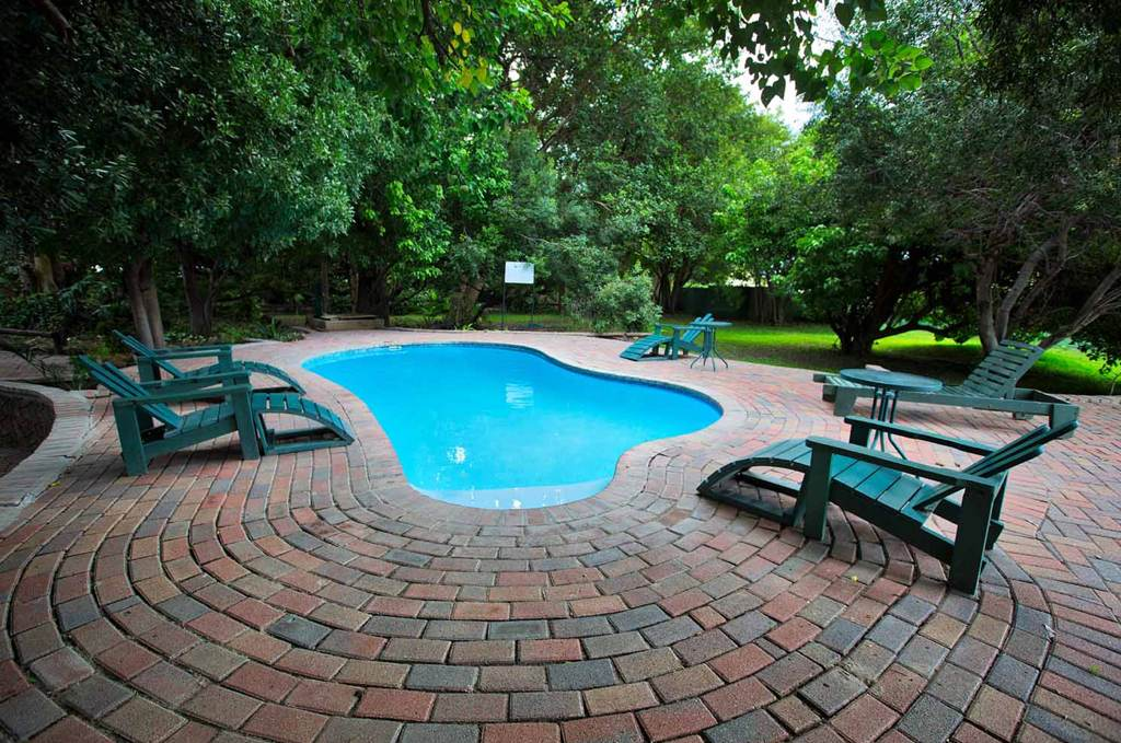 Island Safari Lodge pool